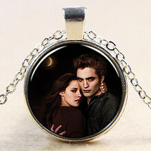 Collectable Twilight Bella and Edward Glass Necklace