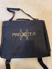 2XU Wetsuit Holder Project X in Black Hand Held Strap & Adj. Shoulder Strap