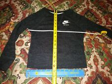 nike sweater kids. in great condition