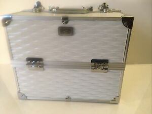 NEW London SOHO New York Silver Metal Cosmetic Jewelry Traveling Case WITH KEYS!