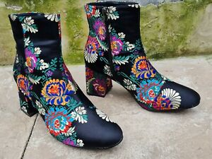 """NEW AND UNWORN """"GLAMOROUS"""" BLACK FLORAL ANKLE BOOTS == UK 8 =="""
