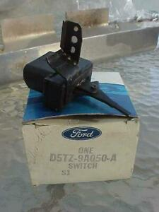 1973-79 Ford Trucks Dual Tank Select Switch D5TZ-9A050-A