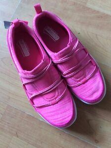 Pink Girls/ladies Skechers Gogomat ODD Sizes Right Size 5 Left Size 3 New Shop C