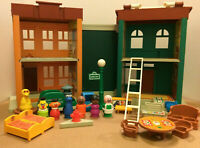 RARE Vintage Fisher Price Little People Play Family Sesame Street Great cond.