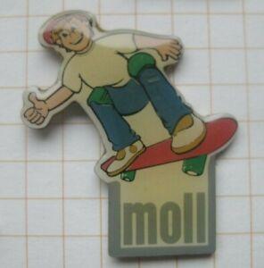 MOLL MÖBEL / KID ON SKATEBOARD ........... Haushalt - Pin (224k)