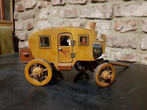alte Postkutsche, Kutsche, Pferdegespann, Holzspielzeug, antikes Spielzeug