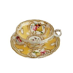 Grainger Worcester teacup, yellow, gilt and flowers, ca 1835