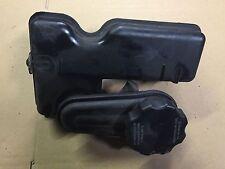 AUDI A2 2000 2005 FRONT PANEL OIL FILLING BOTTLE 8Z0115373A 8Z0 115 373A