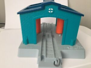 TOMY TRACKMASTER ENGINE WASH SHED Thomas And Friends Brown Track Compatible