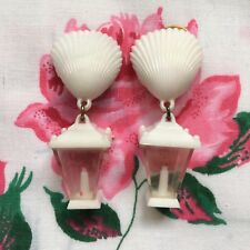 Vintage 50's/60's kitsch novelty plastic lantern & shell clip on earrings, white