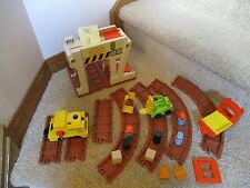 Fisher Price Little People Play 943 Lift Load Railroad Construction Depot  B lot