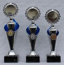 Moderne 3er-Serie Pokale  inkl. Gravuren und 2 Embeme pro Pokal