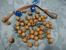 lot des perles  diverses,bois, verre bleu   pour créations de colliers ou autre.