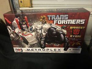 Transformers Generations 2014 2Ft Tall METROPLEX & SCAMPER Titan Class (SEALED)