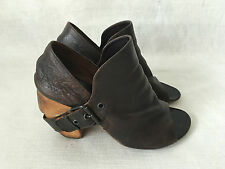 MARSELL Brown Distressed Leather Boots with Buckles over Heels 40
