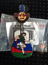 HRC HARD ROCK CAFE Munich SOCCER PLAYER Guitar pin 2010, le 250