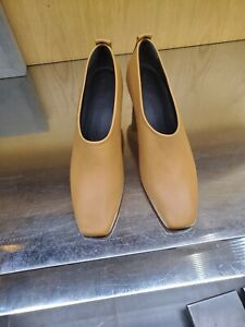 Gray Matters womens shoes size 9,5 Msrp $650.00