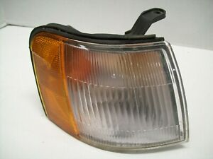 91-94 Toyota Tercel Right Front Corner Parking Lamp Turn Signal Assembly