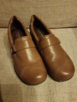 WOMENS COMFORT PLUS by PREDICTIONS LEATHER LOAFER SHOES SIZE 8 US