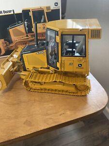 Vibtage Ertl tractor