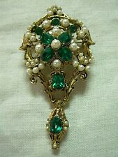 SIGNED DODDS GOLD TONE FAUX PEARL EMERALD CRYSTAL DANGLING MEDALLION BROOCH PIN