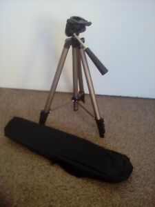 Tripod Stand Mount For Digital Camera/Camcorder. Complete with Carrycase.