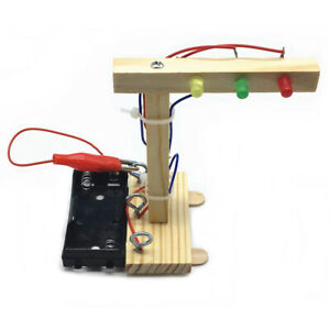 Wood Traffic Lights DIY Kit Toy Assembled Experiment DIY Model Building Kit D4V6