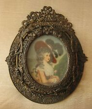 Beautiful quality hand painted miniature. Excellent bronze frame.