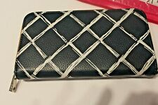 Thirty One all about the Benjamins Wallet Dash of Plaid Pebble Zip 31 Navy FLAW
