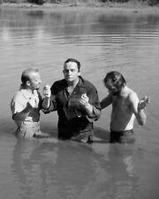 JOHNNY CASH IS BAPTIZED IN THE JORDAN RIVER IN 1971 - 8X10 PHOTO (ZZ-410)