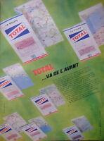 PUBLICITÉ DE PRESSE 1961 TOTAL VA DE L'AVANT MARQUE JEUNE ET DYNAMIQUE