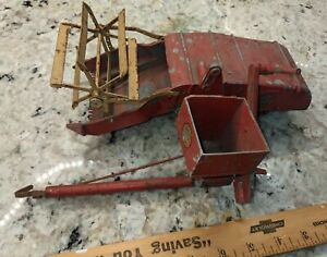 1950s LINCOLN DIE CAST MASSEY CLIPPER COMBINE FARM TOY 1/16 DIE CAST W/ ISSUES
