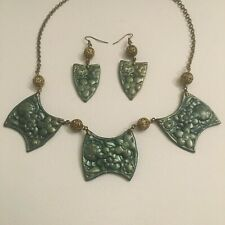 ART DECO STYLE NECKLACE & EARRINGS SET GREEN GOLD FLOWERS vintage brass beads