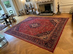 Oriental style extra large 100%wool hand knotted rug 300cm by 400cm.