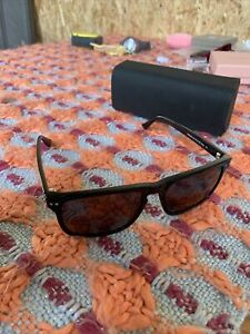 MVMT REVELER SLIM Sunglasses with Case + Travel Case.. Lot U13