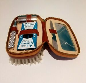 Vintage Men's Travelling Grooming Set (Hairbrush with Gillette Razor and Blades)