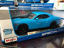 EXCLUSIVE Maisto 1:18 Scale Diecast Model - 2006 Dodge Challenger Concept (Blue)