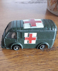 Dinky toys : AMBULANCE MILITAIRE