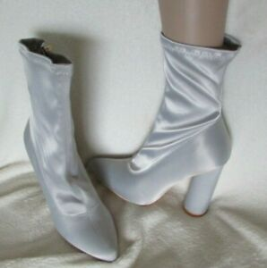 NEW IN BOX SILVER ROUND BLOCK HEEL BOOTS SIZE 6 (39)