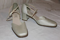 PREDILECTION Escarpins Cuir Synthétique beige  T 39  BE