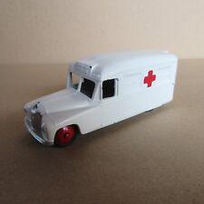 81F Dinky 253 Ambulance Daimler Repeint Meccano