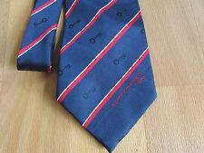 Bombín y KIRKLAND/personal problema corbata por Company Triad