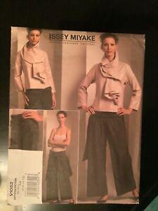 Vogue Designer Original Pattern ISSEY MIYAKE 1052 Jacket and Pants size 6-12