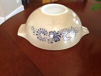 Pyrex Homestead Mixing Bowl 4 QT Nesting 444 Tan Blue Vintage Cinderella