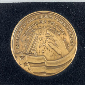 Commerorative Coin Challenger 7 Crew Members Reaching For The Stars 1986 Tragedy
