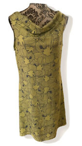 title nine medium dress , color green and blue floral, Sleeveless.