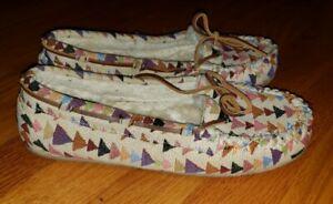 MINNETONKA 44341 Aztec Print Woollined Moccasin Slippers Womans Size  10