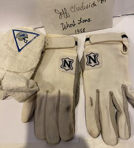 (LOT)1988 JEFF CHADWICK #89 DETROIT LIONS PLAYER WORN FOOTBALL TOWEL AND GLOVES