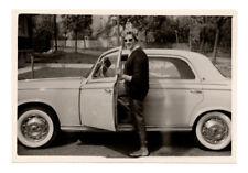 PHOTO 1960 Auto Automobile Voiture Peugeot 403 Femme Lunettes de soleil Profil