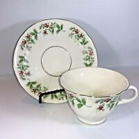 Gibson Housewares CHRISTMAS Holly Berries Lot of  2 Tea Cups and 2 Saucers